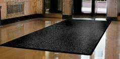 help to minimise mat movement Moulded bevelled edging on all four sides creates a retention dam to trap moisture Suitable for indoor/outdoor entrances in wet environments, lobbies, foyers
