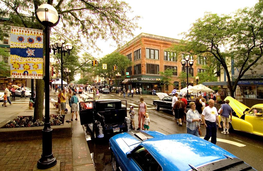 Ann Arbor s downtown streets are vibrant public spaces that accommodate multi-modal