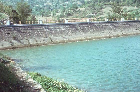 APPLICATIONS OF GEOSYNTHETICS IN DAMS Water barrier (GEOMEMBRANE) Internal filter (GEOTEXTILE) Drainage (GEOCOMPOSITE) APPLICATIONS OF GEOSYNTHETICS IN DAMS Reinforcement (GEOGRID, GEOTEXTILE) Bank