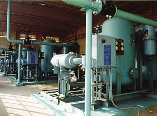 All Heat-of- Compression dryers may only be used with an oil-free compressor; located reasonably close to the compressor.