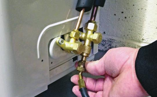 Do not use acetylene, oxygen or compressed air or mixtures containing them for pressure testing.