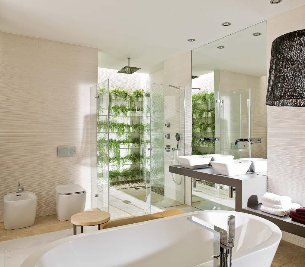 WHEN THE BATHROOM BECOMES YOUR DREAM GARDEN Certainly, the main feature of this bathroom is its shower which faces you like a mini vertical garden.