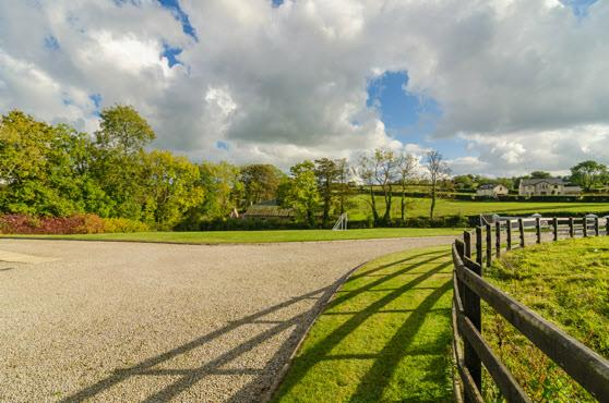 adjoining paddock of 6 acres.