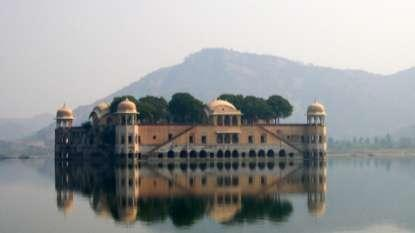 Chapter 5 Mansagar Lake Project 5.1 The Project Jal Mahal is an 18 th century pleasure palace located in the middle of the Mansagar Lake.