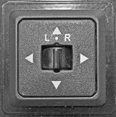 SECTION 3 DRIVING YOUR MOTORHOME Move Selector Switch L or R to select mirror. Center neutral position disables arrows to avoid unintentionally moving a mirror.