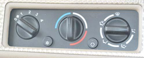 SECTION 3 DRIVING YOUR MOTORHOME AIR CONDITIONER/HEATER AUTOMOTIVE (DASH) Controls for the air conditioner, heater, defroster, and vent are located on the dash.