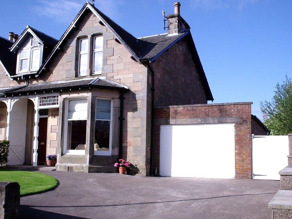 NEIL WHITTET SOLICITORS 25 Barossa Street, Perth, PH1 5NR Tel: 01738 628900 & Fax: 01738 621200 12 Muirhall Terrace, Perth, PH2 7ES FIXED PRICE 430,000 A substantial elegant Victorian stone built