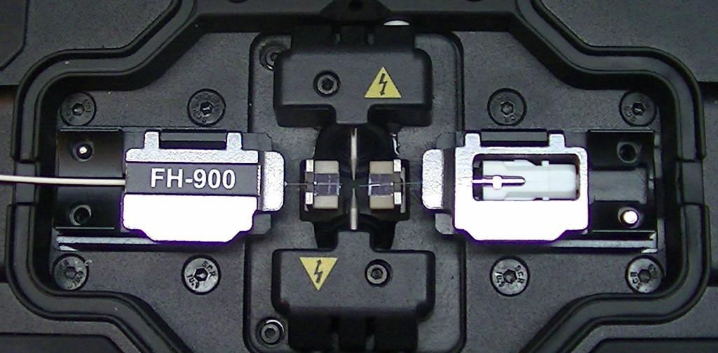 Splice on Connector Mounted in Fusion Splicer 900u