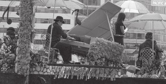 The Daffodil Parade floats emphasized All That Jazz. [ Matthews photo] The state of Washington is noted for its rainfall and its friendly people.