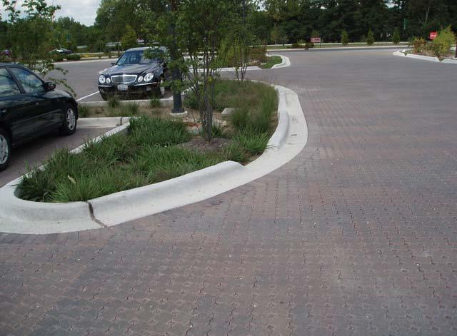 Riverstone 100 Deep Side curb - sloped from roadside curb to meet flush with concrete apron (Typ) Concrete apron detail 28/LD-5