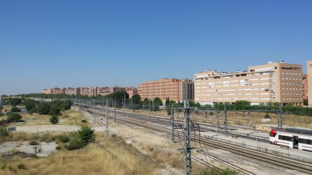 Vicálvaro. Madrid Calle Pirotecnia s/n. Madrid Located in the Vicálvaro district in southeast Madrid, the scope of the tender covers a municipal plot with an area of 28,493 m 2, next to the railway.