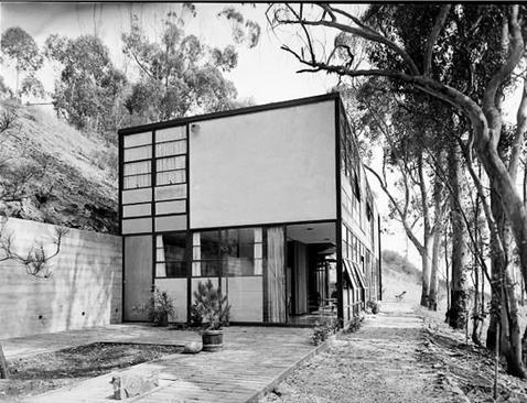 CONCLUSION The Eames House incorporates real life issues and architectural world. The construction of the house offers an iconographic structure that has attracted large number of people.