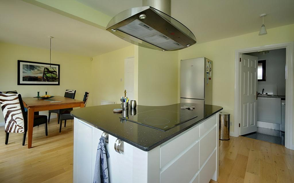 oven, 1.5 stainless steel sink unit with mixer tap, integrated dishwasher.