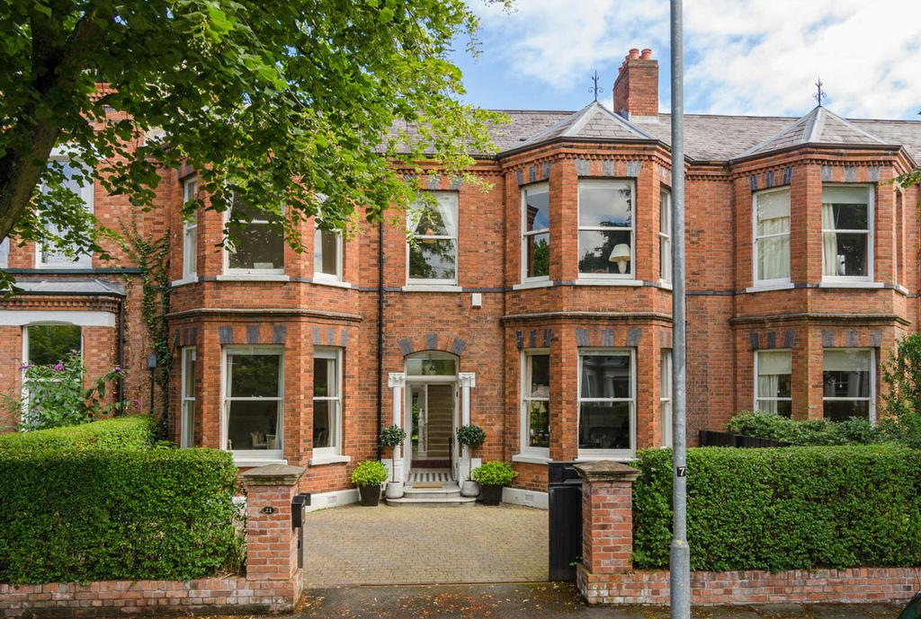 21 Wellington Park, Malone, BELFAST, BT9 6DL