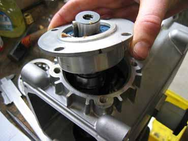 of spacer discs (adjustment is performed by the factory!).