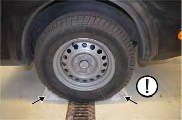 Ensure that the trailer is secured against rolling away with all wheels that are on the ground.