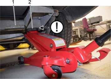 1 Cross strut of the axle 2 Support point jack Lift the trailer on the square tube of the cross