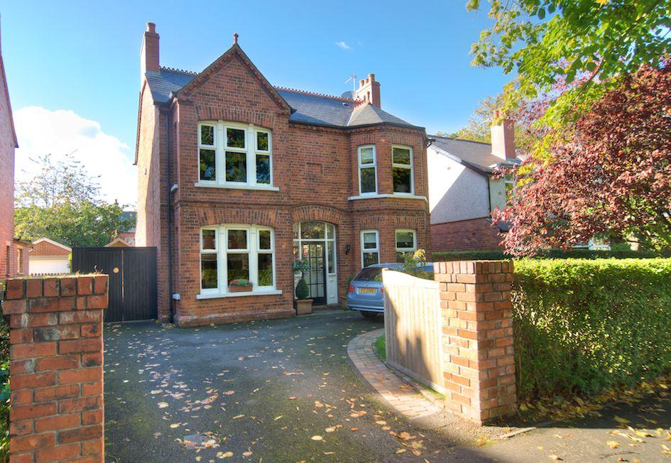 Photo Please fit in text box Beautifully presented throughout, this attractive home has been sympathetically modernised to leave the purchaser with little to do except move in.