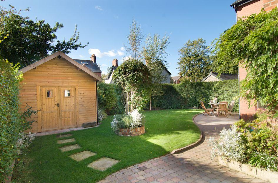 REAR GARDEN: Fully enclosed, mainly in lawn with pavior patio