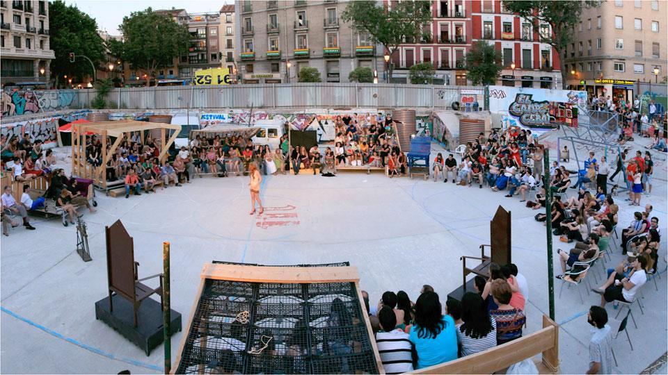 ÉSTA ES UNA PLAZA is a small crowd gathered around a project to create a public space in Lavapies.