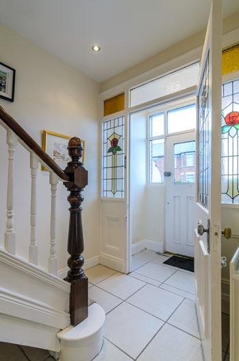 ENCLOSED TILED ENTRANCE PORCH: FEATURE LEADED