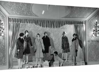 The History of Visual Merchandising 13 Selfridge also included a few innovations in-store for his customers including a soda fountain for the sociable and a silence room for the less so.