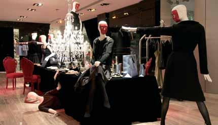 The Role of a Visual Merchandiser 23 Visual merchandising in a department store Department stores will give a novice excellent training and knowledge of visual merchandising because of the diverse