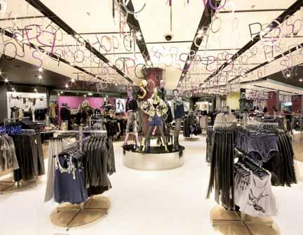 The Role of a Visual Merchandiser 27 A visual merchandiser working for a multiple high-street chain will be given guidance and direction from the company s head offi ce.