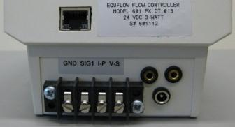 When NOT using a plug: connect wires of the flow meter (1) to the screw connectors. 1.